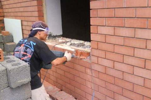 Демонтаж стен зданий